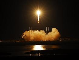 Falcon 9 Flugnummer 3 nach dem Abheben (Bild: NASA/Alan Ault)