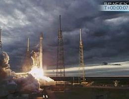 Bilderbuchstart vor dramatischer Wolkenkulisse - Thaicom 6 auf einer Falcon 9 auf dem Weg zum künftigen Arbeitsplatz (Bild: SpaceX)