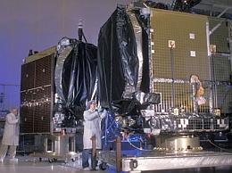 Galaxy 12 und Galaxy 14 beim Hersteller (Bild: Orbital Sciences Corporation (OSC))
