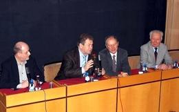 Am Podium: Torsten Gemsa, Wladimir Kowaljonok, Ulrich Unger und Sigmund Jähn (Bild: Kirsten Müller)