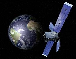 Kommunikationssatellit über der Erde - Illustration (Bild: Orbital Sciences Corporation (OSC))