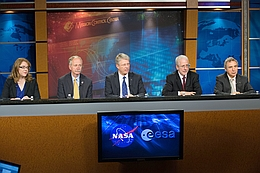 Bild von der Pressekonferenz am Mittwoch. Dabei zu sehen (v.l.n.r.): Moderatorin Brani Dean, William Gerstenmaier, Thomas Reiter, Mark Geyer und Bernando Patti. (Bild: NASA)
