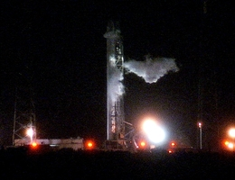 Falcon 9 mit CRS-4-Dragon auf der Startrampe (Bild: NASA)
