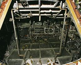 AS-204-Besatzungskabine nach dem Brand ohne Liegen und mit nachträglich eingezogenem Arbeitsboden. (Bild: NASA)