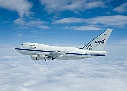 Die fliegende Sternwarte SOFIA ist eine umgebaute Boeing 747 SP. (Bild: NASA / DLR)