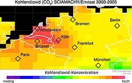 Erhöhte Konzentration des Treibhausgases Kohlenstoffdioxid über Europa. Gemessen mit SCIAMACHY, dem Satelliteninstrument auf ENVISAT. Klar zu erkennen sind erhöhte CO2-Konzentrationen (in rot) über Europas Hauptballungsgebiet, welches sich von Amsterdam bis etwa Frankfurt erstreckt. (Bild: Uni Bremen)