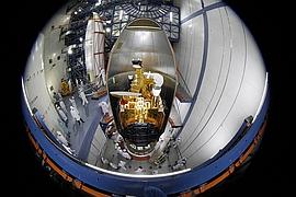 Belintersat 1 auf der Raketenspitze vor dem Verschließen der Nutzlastverkleidung (Bild: Belintersat)
