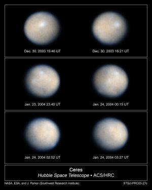 NASA, ESA, J. Parker (Southwest Research Institute), P. Thomas (Cornell University), L. McFadden (University of Maryland, College Park), M. Mutchler und Z. Levay (STScI)