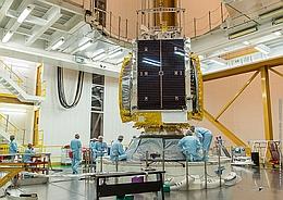 GSAT 18 auf der Raketenoberstufe (Bild: ESA / CNES / Arianespace / CSG)
