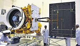 GSAT 12 am Boden bei Tests (Bild: ISRO)