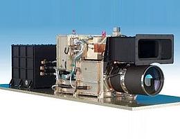 Auf dieser Aufnahme der HRSC-Kamera sind deutlich die Linsen für Aufnahmen mit höchstmöglicher Auflösung (unten) sowie mit mittlerer Auflösung (darüber) zu erkennen. Durch diese Kombination wird es möglich, die mit der besten Auflösung gewonnenen Aufnahmen geografisch genau einzuordnen. (Foto: DLR)