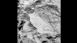 """Dieses Foto der Landestelle """"A"""" wurde am 16. August 2014 mit der OSIRIS-Kamera aus einer Entfernung von etwa 100 Kilometern zur Oberfläche des Kometen aufgenommen. Die Auflösung beträgt 1,85 Meter pro Pixel. (Bild: ESA, Rosetta, MPS for OSIRIS-Team MPS, UPD, LAM, IAA, SSO, INTA, UPM, DASP, IDA)"""