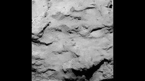 """Auch die angedachte Landestelle """"I"""" ist auf dem 'Kopf' des Kometen zu finden. (Bild: ESA, Rosetta, MPS for OSIRIS-Team MPS, UPD, LAM, IAA, SSO, INTA, UPM, DASP, IDA)"""