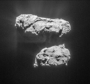 Auch diese Aufnahme der Navigationskamera wurde am 14. März 2015 angefertigt - allerdings rund sechs Stunden nach dem weiter oben gezeigten Foto. Aus einer Entfernung von jetzt nur noch etwa 81,4 Kilometern zum Zentrum des Kometen liegt die Auflösung bei 6,9 Metern pro Pixel. (Bild: ESA, Rosetta, NavCam - CC BY-SA IGO 3.0)