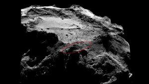 Diese Aufnahme wurde von der OSIRIS-Kamera am 13. Dezember 2014 angefertigt. Die eingezeichnete Ellipse markiert das wahrscheinliche Landegebiet von Philae, dessen exakter Standort immer noch nicht ermittelt werden konnte. Der Orbiter befand sich dabei einer Entfernung von 20 Kilometern über dem finalen Landegebiet von Philae. Der Lander würde aus dieser Entfernung lediglich etwa drei Pixel breit erscheinen. (Bild: ESA, Rosetta, MPS for OSIRIS-Team MPS, UPD, LAM, IAA, SSO, INTA, UPM, DASP, IDA)