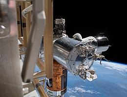 Die Forschungsplattform Bartolomeo bietet die Möglichkeit, externe Nutzlasten an der Außenseite der ISS unterzubringen. (Bild: NASA)
