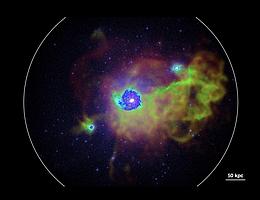 Die Abbildung zeigt die Visualisierung des Gases in und um eine milchstraßenähnliche Galaxie (Mitte) im heutigen Universum, wie sie von einer kosmologischen Simulation des Autors vorhergesagt wird. (Bild: Robert Feldmann)