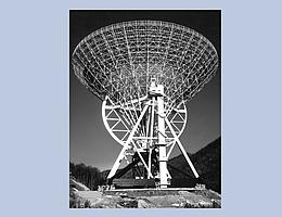 """Das Bild zeigt das 100-m-Radioteleskop Effelsberg etwas vor der Eröffnung im Mai 1971. Die erste wissenschaftliche Beobachtung (""""First Light"""") fand bereits am 23. April 1971 statt. (Bild: Max-Planck-Institut für Radioastronomie (MPIfR))"""