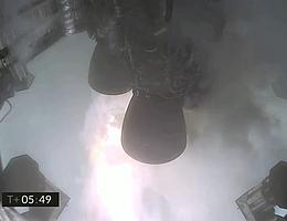 Blick auf die Triebwerke im Heck von SN11 unmittelbar vor dem finalen Bildausfall. (Bild: Webcast SpaceX)
