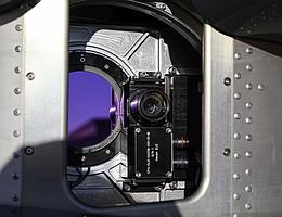 Das Infrarotspektrometer GLORIA, bereits erfolgreich eingesetzt auf zahlreichen Flugzeugmesskampagnen, als Prototyp für das Satelliteninstrument CAIRT. (Bild: Laila Tkotz)