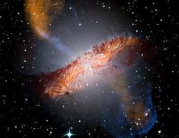 Zusammengesetztes Bild von Centaurus A. Von SOFIA vermessene Magnetfelder sind als Stromlinien über einem Bild der Galaxie gezeigt, das bei sichtbaren und Submillimeter-Wellenlängen von der Europäischen Südsternwarte (ESO) und dem Atacama Pathfinder Experiment (APEX) aufgenommen wurde, sowie bei Röntgen-Wellenlängen vom Chandra-Röntgenobservatorium und bei Infrarot-Wellenlängen vom Spitzer-Weltraumteleskop. Die großräumigen Magnetfelder, die sich über 1.600 Lichtjahre erstrecken, verlaufen parallel zu den im sichtbaren Licht und bei anderen Wellenlängen sichtbaren Staubspuren. (Bild: Optisch: European Southern Observatory (ESO) Wide Field Imager; Submillimeter: Max-Planck-Institut für Radioastronomie/ESO/Atacama Pathfinder Experiment (APEX)/A.Weiss et al.; Röntgen und Infrarot: NASA/Chandra/R. Kraft; JPL-Caltech/J. Keene; SOFIA/L. Proudfit.)