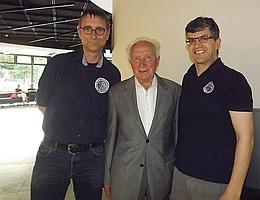 Sigmund Jähn (Mitte) mit Vertretern von Raumfahrer Net. (Bild: privat)