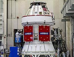 Orion-Raumschiff mit ESM 1 für Artemis I. (Bild: NASA/Radislav Sinyak)