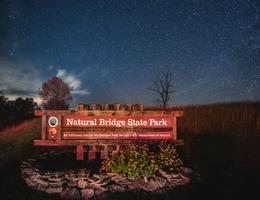 Sternenbeobachtung im Natural Bridge State Park. (Bild: Virginia Department of Conservation and Recreation - Kara Asboth)