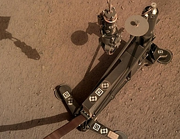 HP3 auf dem Marsboden (Bild: NASA/JPL-Caltech/DLR)