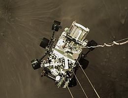 Perseverance Rover am sky crane. (Bild: NASA/JPL-Caltech)